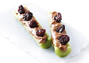 Palitos de apio con frutas secas